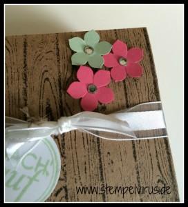 Stampin Up Tafelrunde Box Verpackung Geschenkbox in Sand Expresso Hardwook Pistazie Rhabarbeerrot Stanze kleine Blüte 2